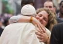 Папа Франциск до молоді: ми покликані нести світло Христа у темряву світу