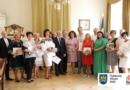 Мер Львова вручив львівським школам, які потрапили до рейтингу найкращих в Україні, кошти на розвиток