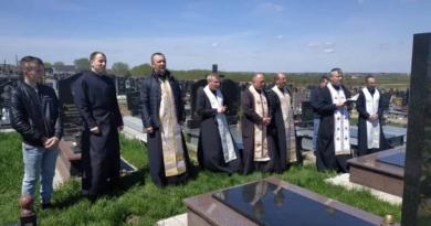 В пасхальний період підносимо молитву за наших рідних померлих